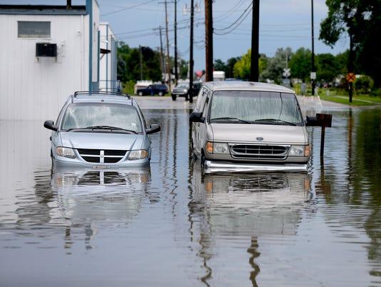 636354596227489058-rain-flood-008.JPG