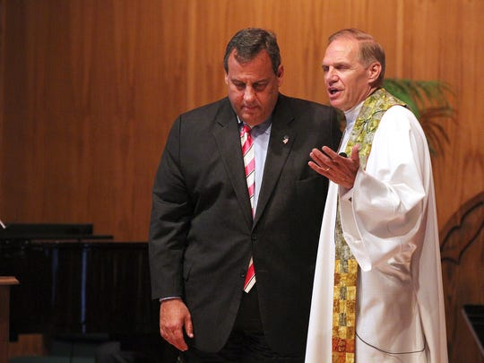 NJ Gov. Chris Christie prays with United Methodist