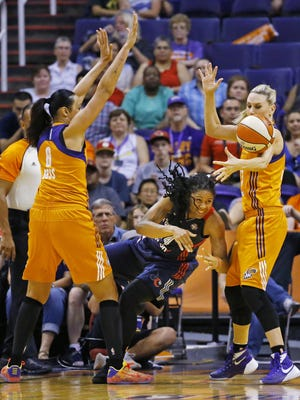 Washington Mystics guard Tierra Ruffin-Pratt (14) looses the ball as she is covered by Phoenix Mercury forward Mistie Bass (8) and forward Penny Taylor (13) during the first half of their WNBA game Sunday, May 29, 2016 in Phoenix, Ariz.