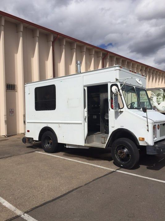 636307273341123299-Food-Truck-Outside.jpg