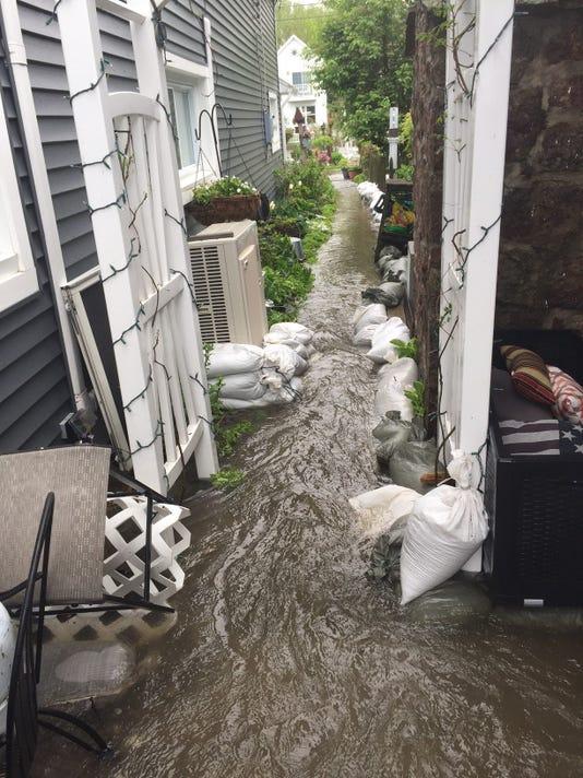 636313396210138215-Flood7.jpg
