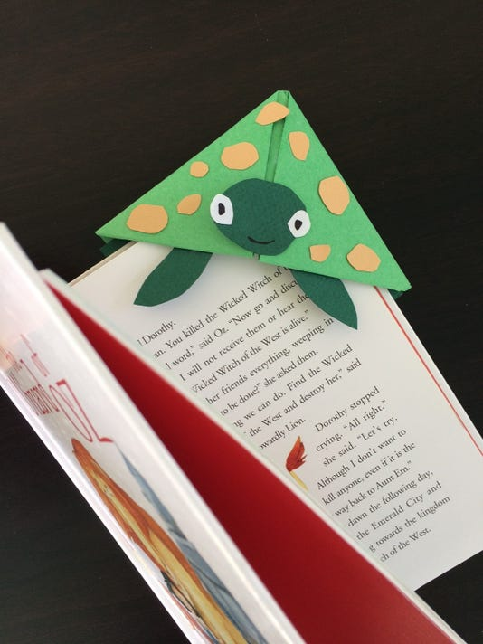 636334673064119761-SUB-DIY-turtle-bookmark13.jpg