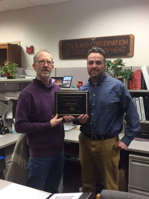 Turner City Administrator David Sawyer, left, presents the city's 5th Annual Customer Service Award to David Lentzner, a risk map coordinator for the Oregon Department of Land Conservation and Development.