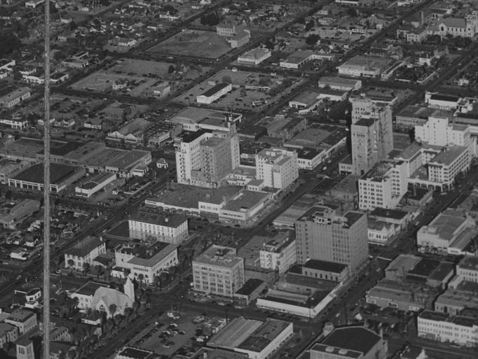 A view of Phoenix from the air in 1947.