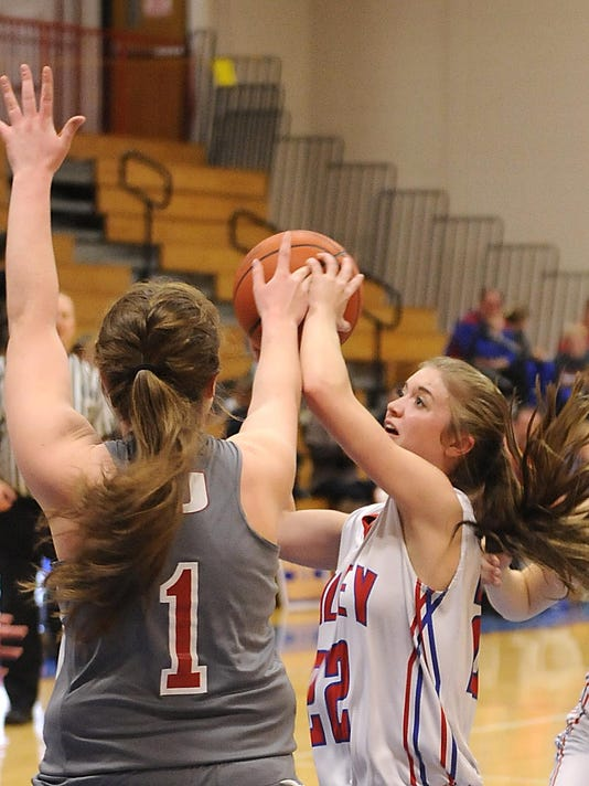 Licking Valley 44, Utica 41