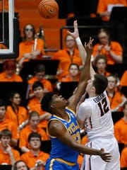 Oregon State's Drew Eubanks, right, shoots over UCLA's Tony Parker during the first half of an NCAA college basketball game in Corvallis, Ore., Wednesday, Jan. 20, 2016. (AP Photo/Timothy J. Gonzalez)