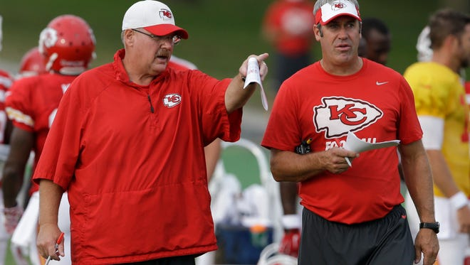 Soon-to-be Eagles head coach Doug Pederson, right, was both a player and a coach for former Eagles coach Andy Reid. Pederson spent the last three seasons as the Chiefs' offensive coordinator under Reid.