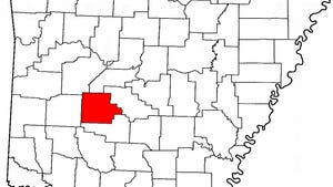 Garland County is highlighted in red. Hot Spring County is located directly below.