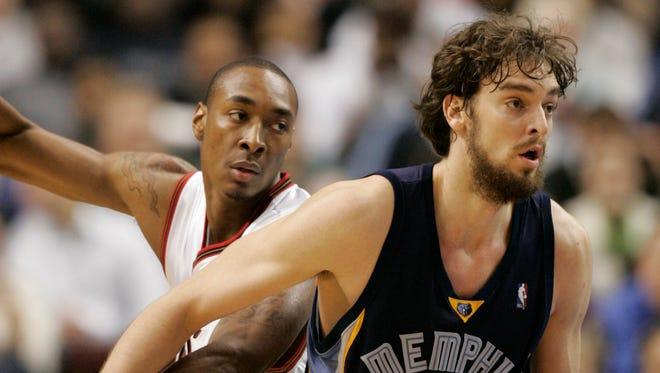 Memphis Grizzlies' Pau Gasol defends Philadelphia's Steven Hunter in a game at the Wachovia Center in Philadelphia.