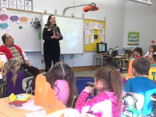 Students from Diven Elementary School learn about art