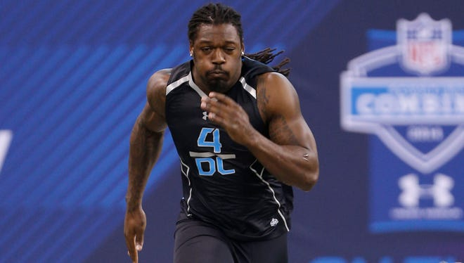 Jadeveon Clowney runs the 40 yard dash during the 2014 NFL scouting combine at Lucas Oil Stadium.