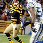 Pittsburgh Steelers quarterback Ben Roethlisberger (7) scrambles away from Indianapolis Colts inside linebacker D'Qwell Jackson (52).