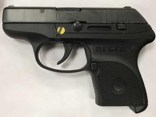 636600923474177109-gun.jpg