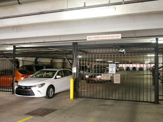 635521895243975955-Marquee-Garage-gate-opening