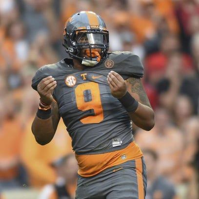 Tennessee defensive end Derek Barnett celebrates after