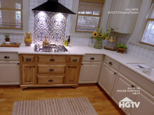 The kitchen in the Smith House on season 2, episode