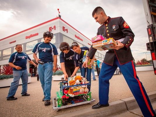 RAYTHEON TOYS FOR TOTS ROBOTS US MARINES
