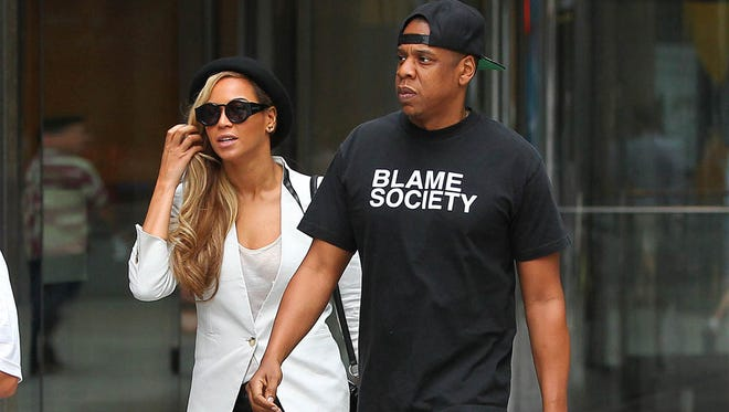 Jay Z and Beyonce leave a movie theater in NYC. The cute couple left a movie theater on Sunday night.