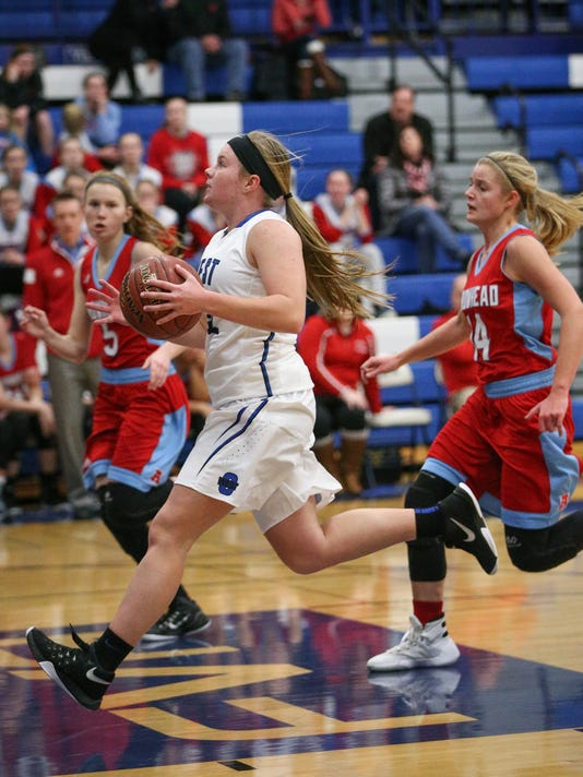 635869406407072061-OSH-Oshkosh-West-vs-Arrowhead-girls-bball-12282015-JK-0006.jpg