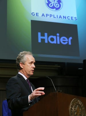 Louisville Mayor Greg Fischer announces the sale of GE's appliance division to Haier.