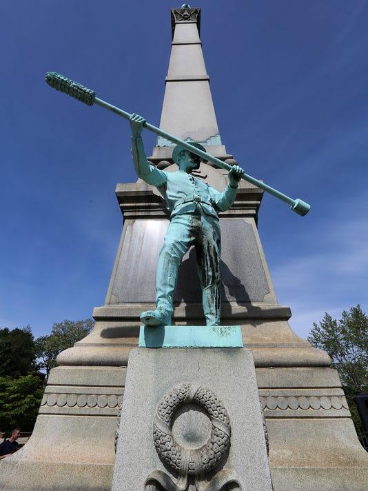 635975287610511727-ConfederateMonument08.jpg