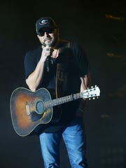 Tyler Farr performs during Country Thunder on Sunday,