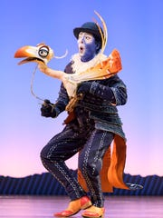 Greg Jackson is wonderful as Zazu. He makes the hornbill steal some scenes with his movements, expressions and voice.