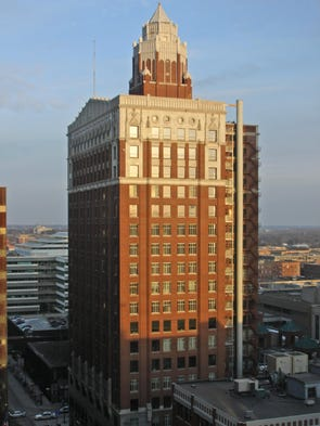 The Equitable Building, once the tallest building in Des Moines, as viewed from The Des Moines Register's building in 2008.