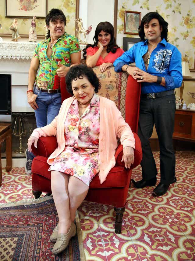 Nosotros Los Guapos Hace Feliz A Carmen Salinas Añade nosotros los guapos a tus favoritos y. los guapos hace feliz a carmen salinas