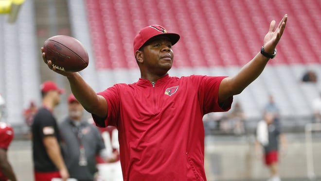 Arizona Cardinals quarterbacks coach Byron Leftwich signals to his players during training camp at University of Phoenix Stadium in Glendale, Ariz. August 9, 2017.