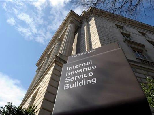 Fotografía del 22 de marzo de 2013 que muestra la fachada del Servicio de Rentas Internas (IRS) del Departamento del Tesoro de Estados Unidos en Washington. Un informe del inspecto general indica que el IRS otorgó créditos educativos potencialmente indebidos por 5.600 millones de dólares en 2012. (Foto AP/Susan Walsh)