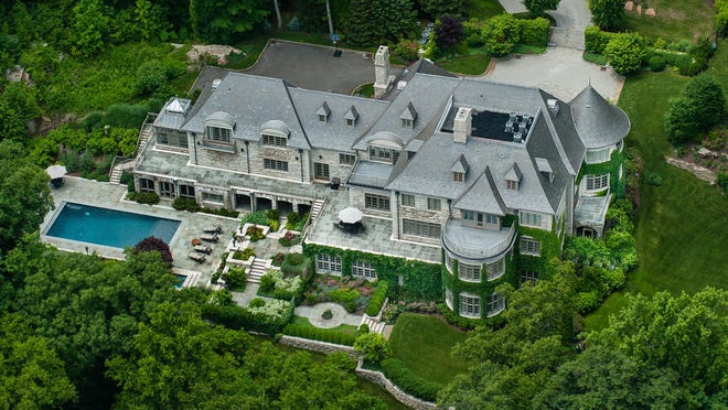 Allan Houston's Armonk mansion has seven bedrooms and 12 bathrooms in 19,000 square feet of living space.