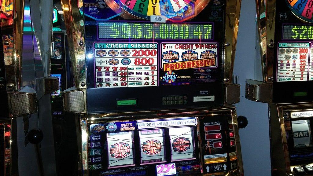 Las vegas slot machine strategy poking out sternum