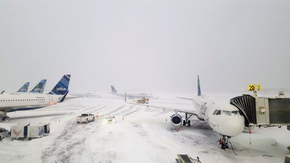 Airline Storm Cancellations Continue With 1 200 Friday