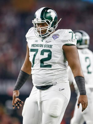 Defensive tackle Craig Evans, who has signed with Oregon State, was named to the Big Ten all-freshman team in 2015 as a member of the Michigan State Spartans. He played last season at Arizona Western Community College.