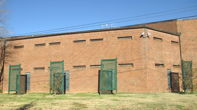 The exterior of the Cheatham County Jail.