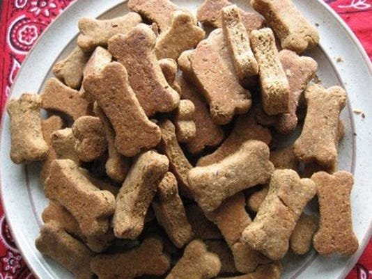 635602713596414051-dog-biscuit-recipes-6