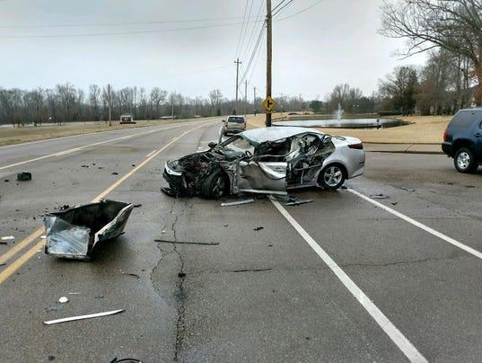 636492797661323685-Car-in-wreck-on-Houston-Levee.JPG