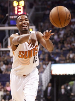 Suns forward T.J. Warren (12) passes in the first half against Oklahoma City at Talking Stick Resort Arena in Phoenix on Friday, April 7, 2017.