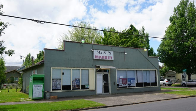 The Ma & Pa Market on Highland Avenue NE in Salem has closed and the building is for sale.