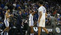 Kentucky guard Shai Gilgeous-Alexander (22) reacts