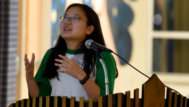 Jueun Nan, a sophomore at Roosevelt High School, speaks during a community meeting about the school calendar at Lincoln High School on Tuesday, Jan. 31, 2017.