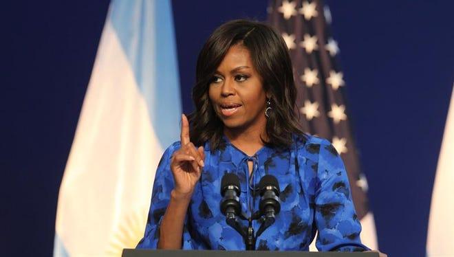 """La Casa Blanca evitó hoy abordar la polémica sobre la similitud entre el discurso de Melania Trump y el que la actual primera dama, Michelle Obama, dio en 2008, e instó a que """"cada uno haga sus propias valoraciones"""" y los periodistas investiguen cómo fue escrito."""