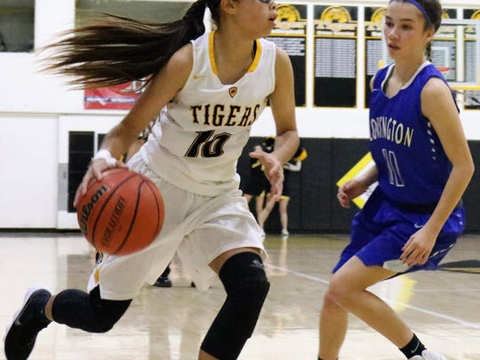 Alamogordo's Shawna Williams dribbles toward the paint.