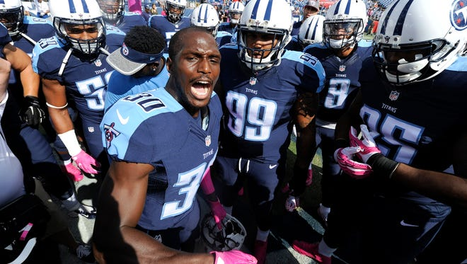 Titans cornerback Jason McCourty (30) fires up the team before the start of the game against the Browns at Nissan Stadium on Oct. 16, 2016.