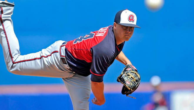 Braves starting pitcher Kris Medlen throws against the Mets in 2014 spring training action at Tradition Stadium.