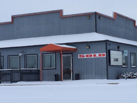 The Buzz: Hooters building sold