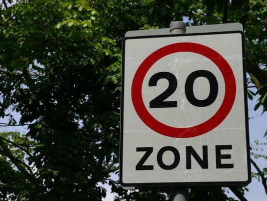 speed limit sign 20.jpg