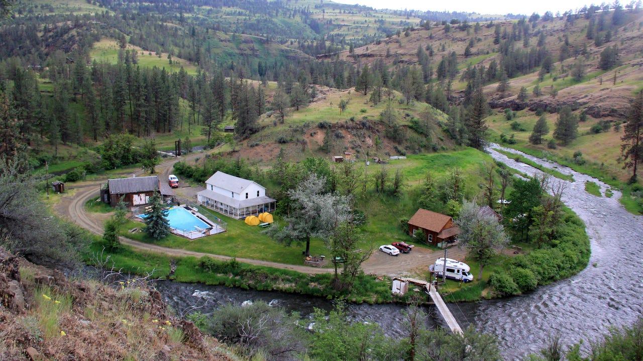 Rustic hot springs resort in remote Eastern Oregon