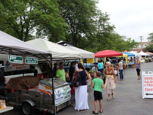 636056570553369120-Cedarburg-Farmers-Market-3.jpg